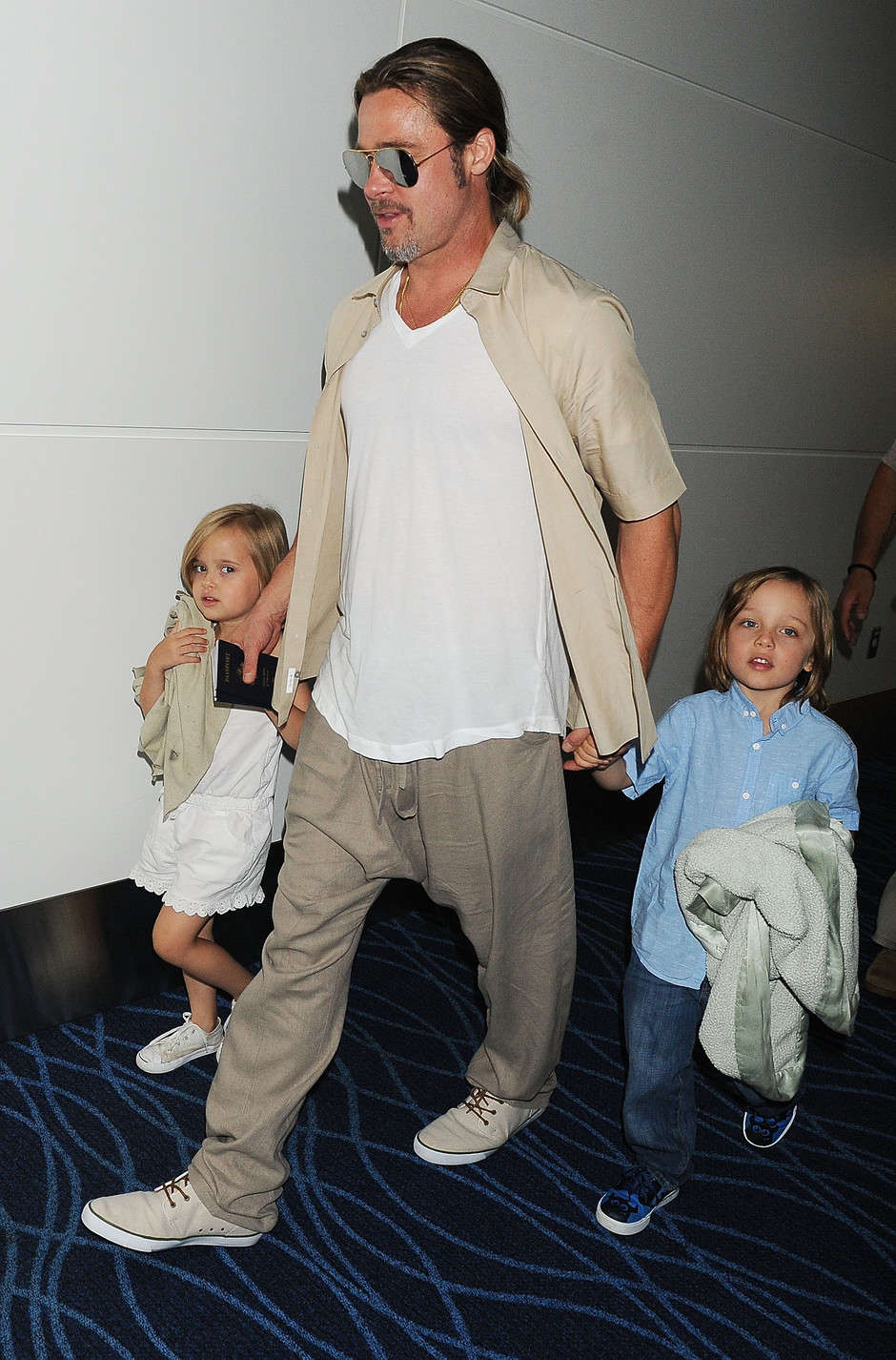 Брэд Питт с детьми Вивиан и Ноксом