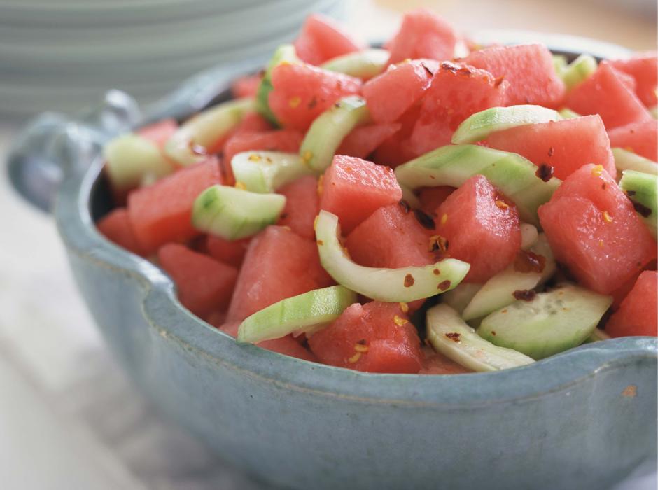 Салат из арбуза с огурцом