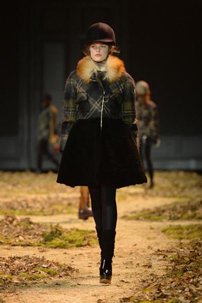 Неделя моды в Париже: показ Moncler Gamme Rouge осень-зима 2015/16 | галерея [1] фото [3]