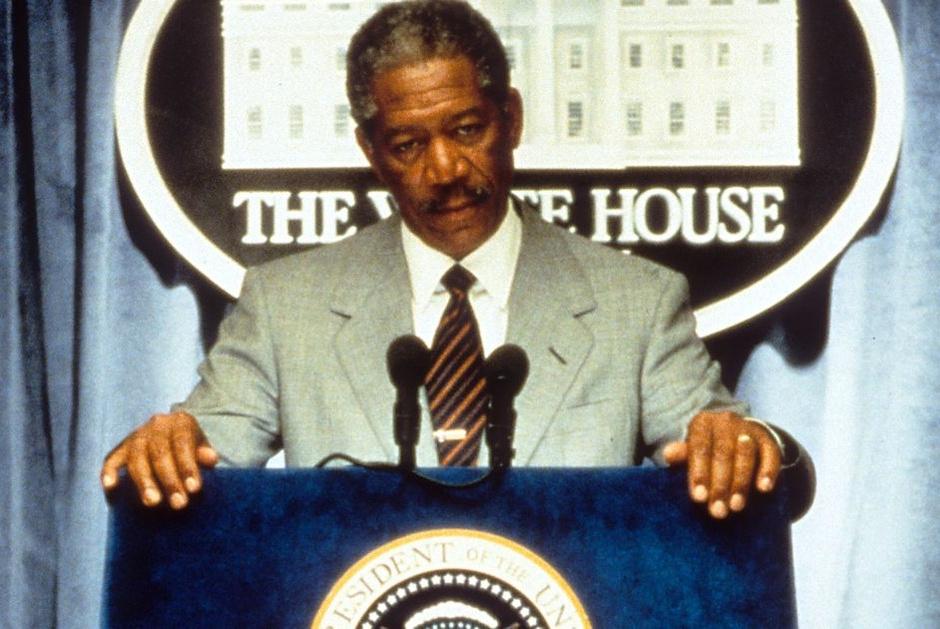 Президент Том Бек (Морган Фриман) «Столкновение с бездной» (Deep Impact), 1998