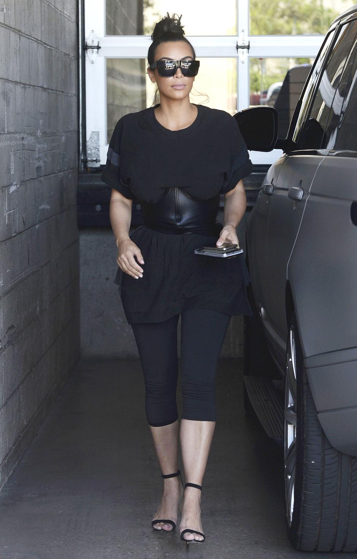 7 модных образов Ким Кардашьян в шортах