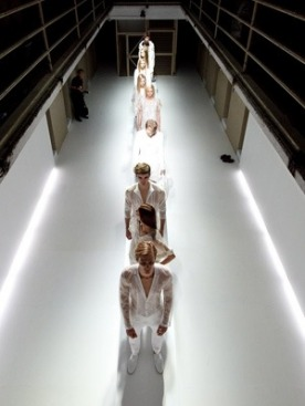 ck Calvin Klein презентовал коллекцию в бывшей тюрьме
