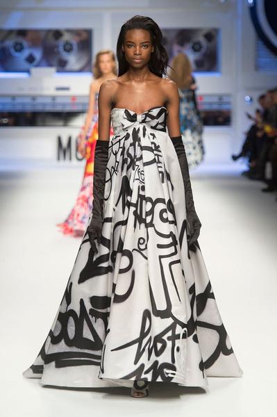 Показ Moschino на Неделе моды в Милане | галерея [5] фото [3]
