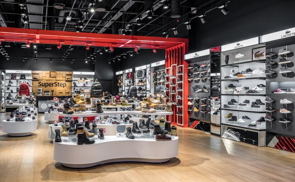 В «Метрополисе» открылся флагманский магазин SuperStep