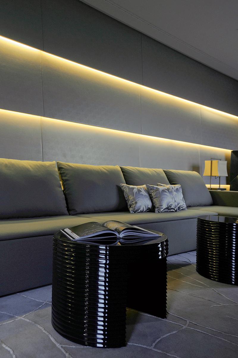 При создании мебели для отеля Армани вдохновлялся дизайном 30-х годов.
