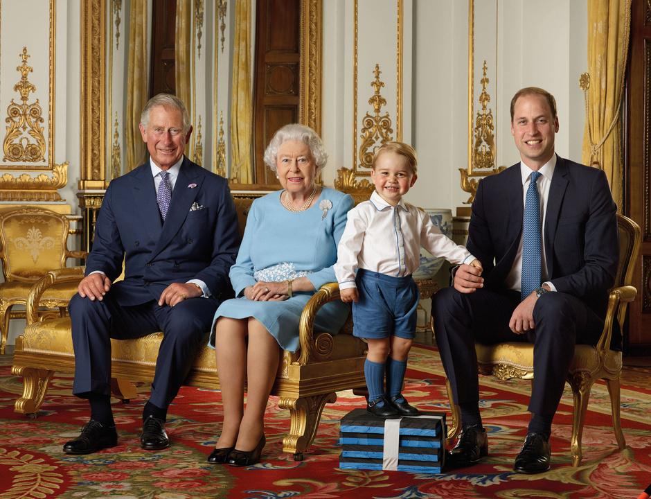 Принц Чарльз, Елизавета II, принц Георг и принц Уильям