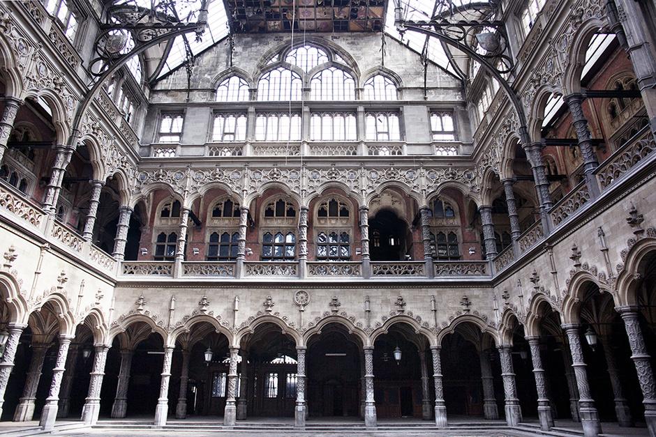 Здание антверпенской биржи