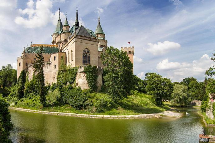 Бойницкий замок и «Белая пани»