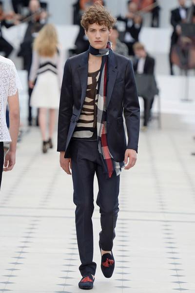 Показ Burberry Prorsum на Неделе мужской моды в Лондоне | галерея [2] фото [28]