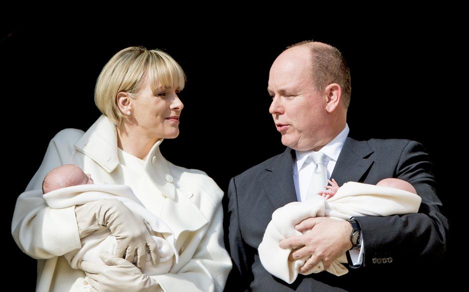 Княгиня Шарлин и князь Альбер II с детьми