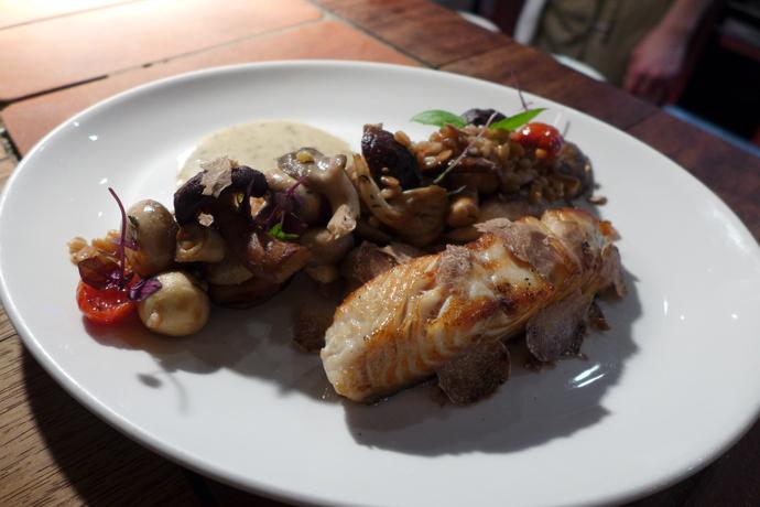 Филе черной трески с сезонными грибами и соусом из трюфеля (Кафе «КАРЛСОН»)