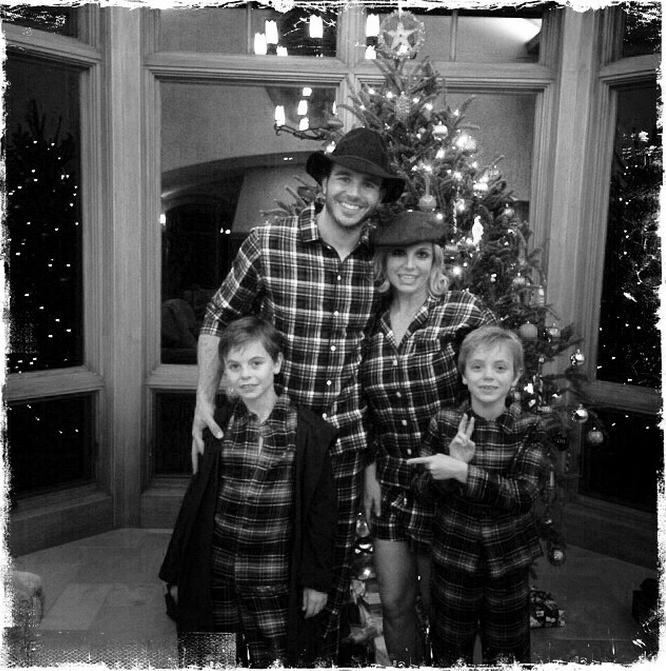 Бритни Спирс с детьми и бойфрендом