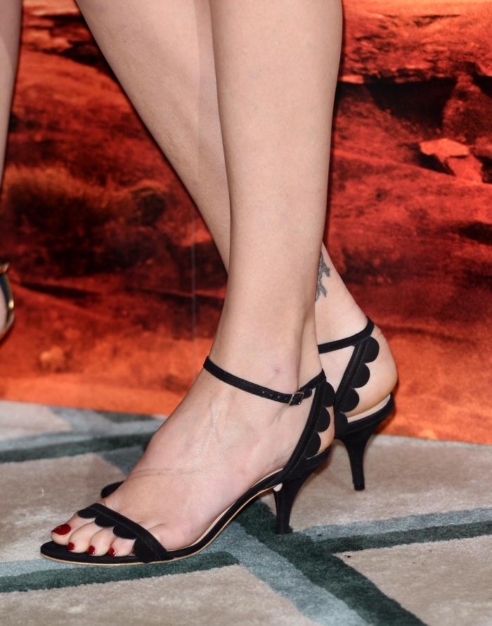 Босоножки на среднем каблуке: фото
