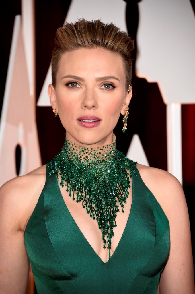 """Скарлетт Йоханссон в Versace на церемонии """"Оскар-2015"""""""
