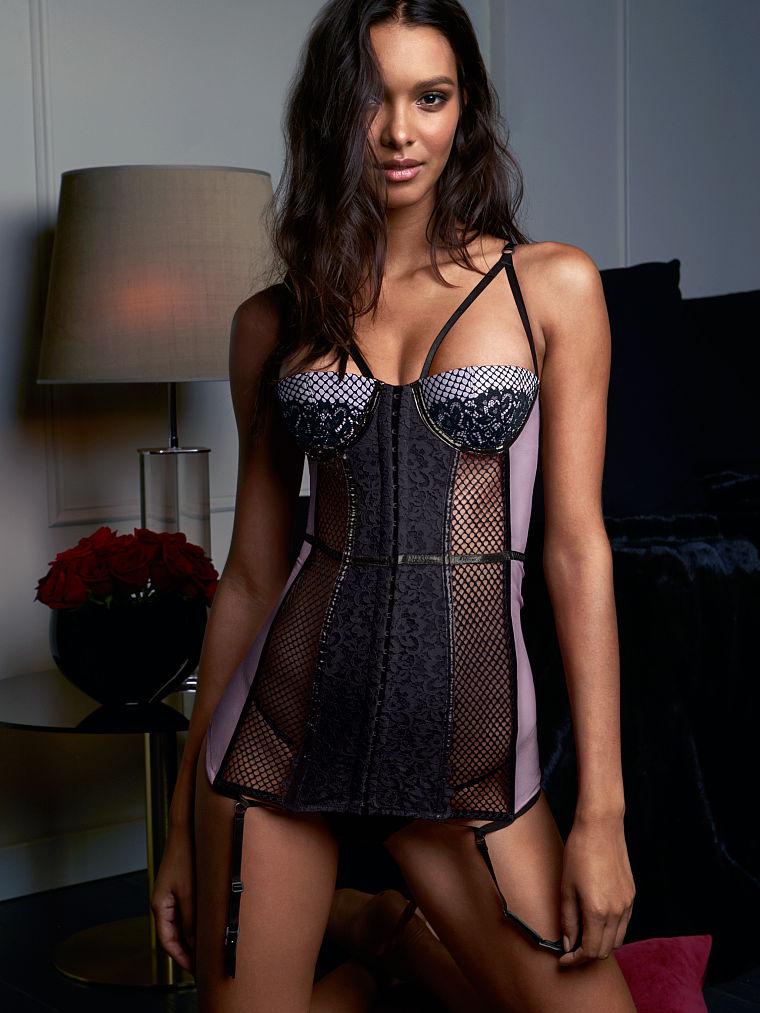 Коллекция нижнего белья Very Sexy Scandalous от Victoria's Secret