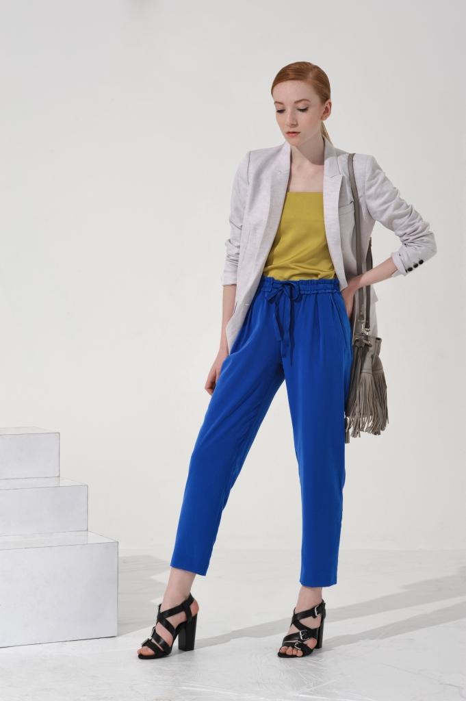 Жакет- Mango; брюки - Zara; топ, сумка, босоножки, все - Topshop