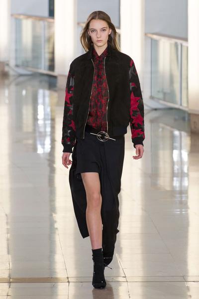 Показ Anthony Vaccarello на Неделе моды в Париже | галерея [2] фото [16]