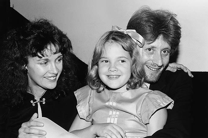 Дрю Бэрримор с матерью Джейд и сводным братом Джоном
