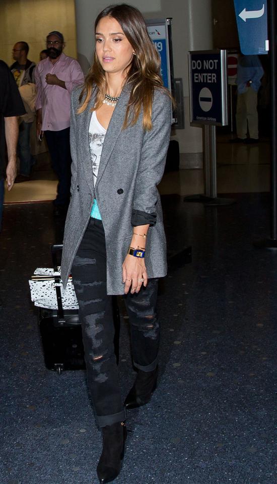 Джессика Альба в аэропорту LAX в Лос-Анджелесе, 10 октября 2014