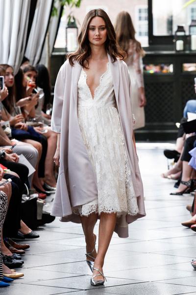 50 самых красивых платьев со Свадебной Недели Моды в Нью-Йорке | галерея [1] фото [15]