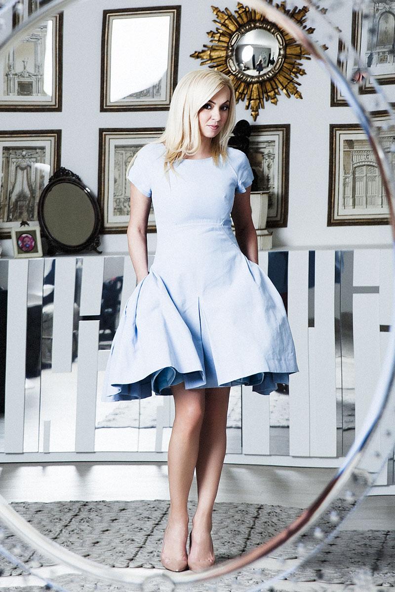 Платье, Chanel, круиз 2013; туфли, Manolo Blahnik