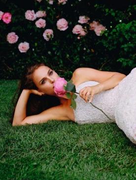Кадр из видео «La Vie En Rose» с Натали Портман