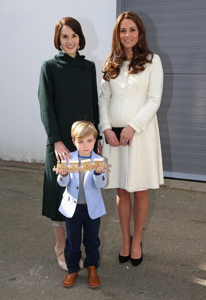 Стиль беременной Кейт Миддлтон: белое пальто
