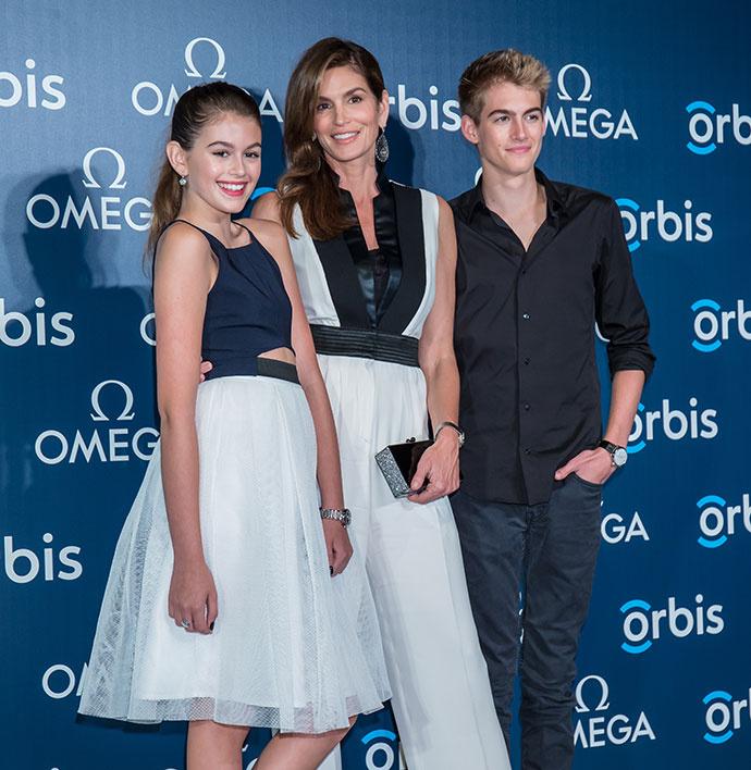 Синди Кроуфорд с дочкой Кайей и сыном Пресли