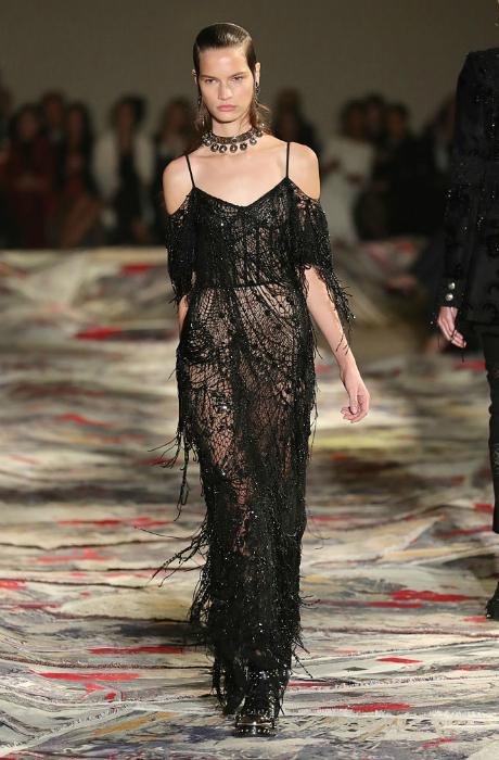 Главное о показе Alexander McQueen в Париже