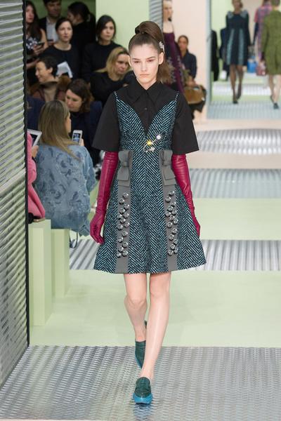 Показ Prada на Неделе моды в Милане | галерея [1] фото [19]