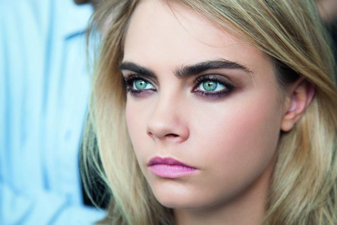 Кара Делевинь, лицо макияжа марки Yves Saint Laurent Beauté