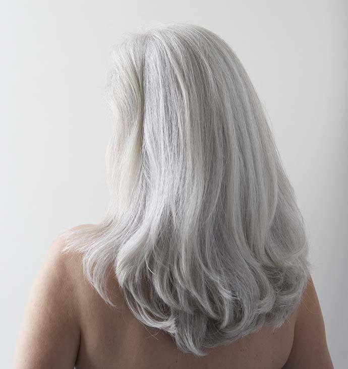 прически для седых волос