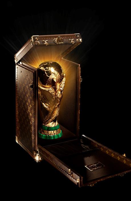 Louis Vuitton брендирует главный приз Чемпионата мира по футболу