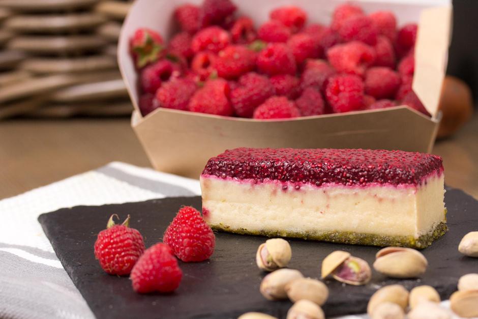 Фисташко-малиновый десерт