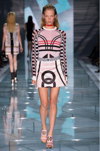 Показ Versace на Неделе моды в МиланеПоказ Versace на Неделе моды в Милане