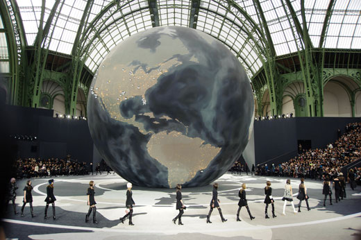 На показе Chanel осень-зима 2013-2014