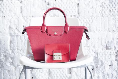 Сумка, Longchamp, 49 100 руб; сумка, Furla, 13 120 руб.