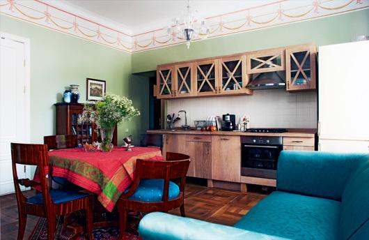 Кухня изготовлена из массива дуба по индивидуальному проекту