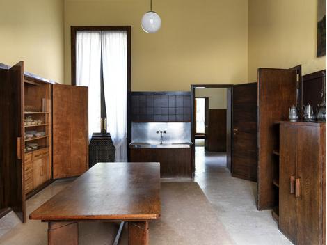 Полуподвальный этаж отведен для прислуги. Мебель для него спроектировал Порталуппи.