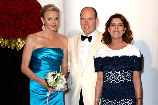 Князь Альбер II с женой Шарлин и сестрой Кэролин