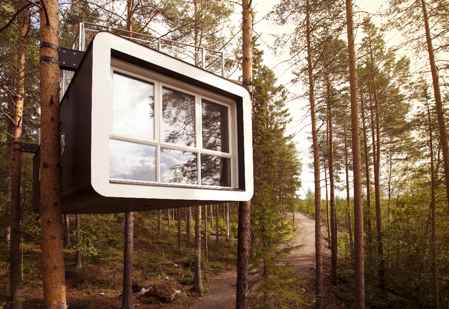 Футуристический отель на деревьях Treehotel в Швеции фото 2