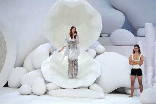 Флоренс на показе Chanel весна-лето 2012