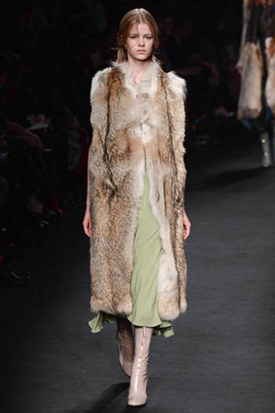 Неделя моды в Париже: показ Valentino ready-to-wear осень — зима 2015-2016 | галерея [1] фото [36]