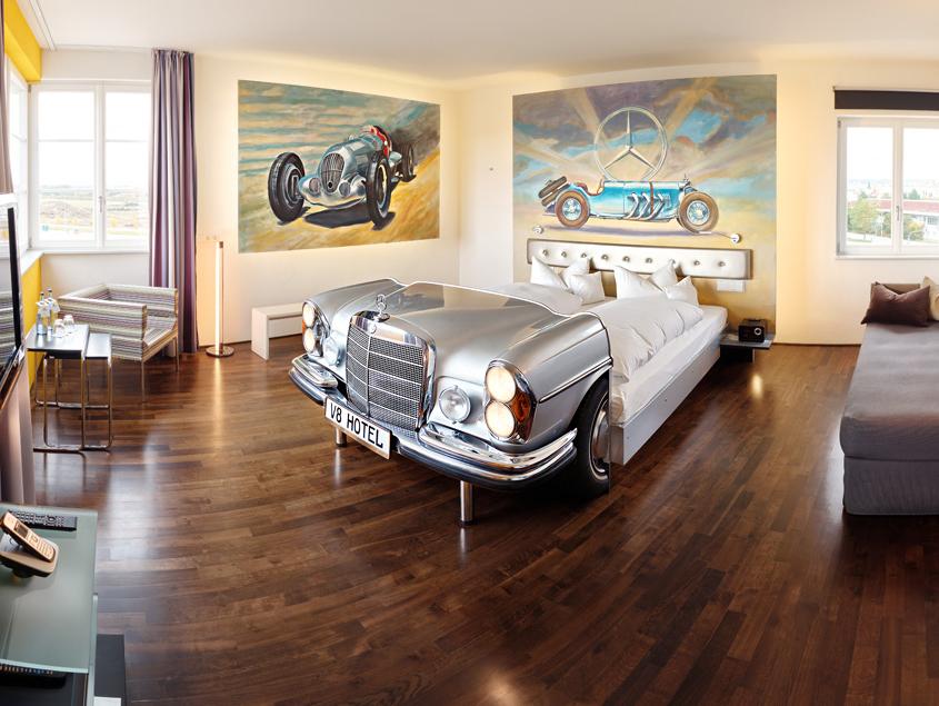Отель для автолюбителей V8 Hotel в Германии