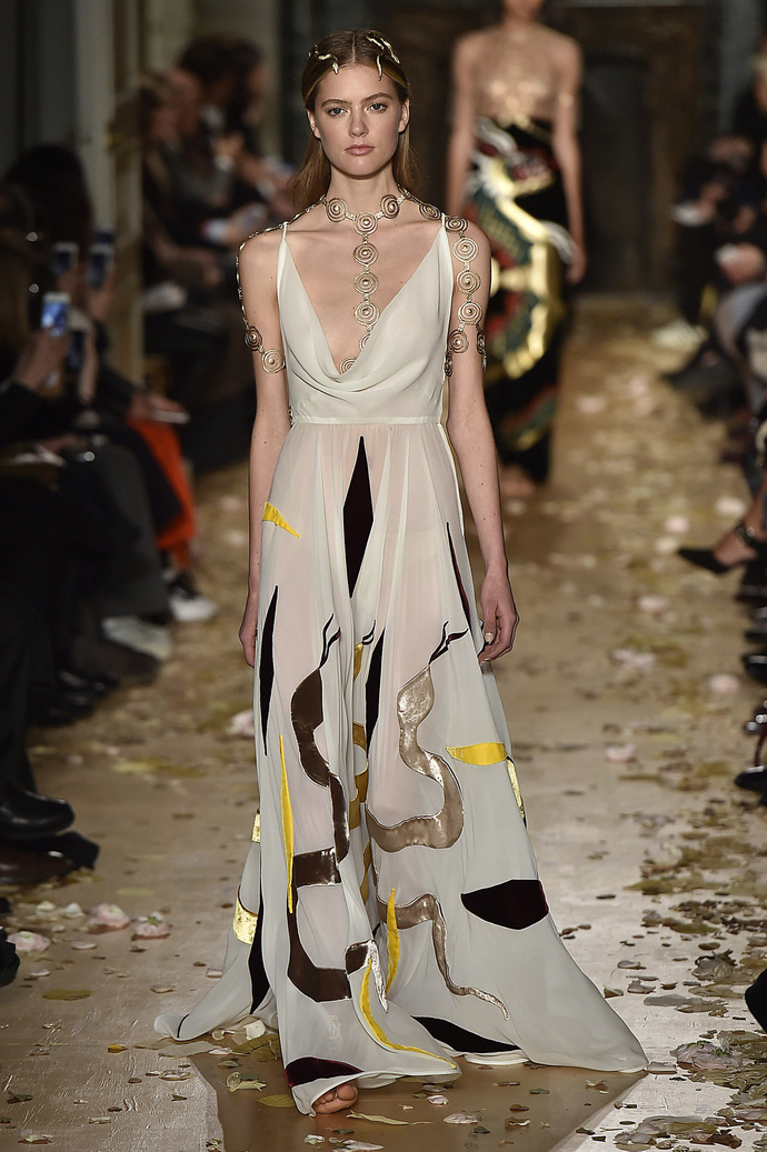 Однажды в Риме: показ Valentino на Неделе Высокой Моды в Париже