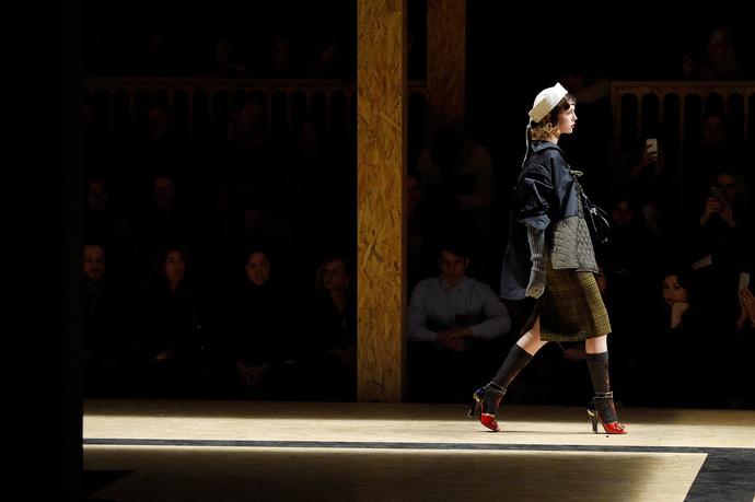 Показ Prada на Неделе моды в МиланеПоказ Prada на Неделе моды в Милане