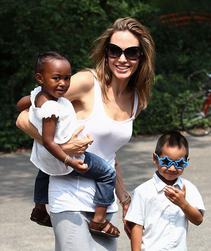 Анджелина Джоли с приемными деть Захарой и Мэддоксом
