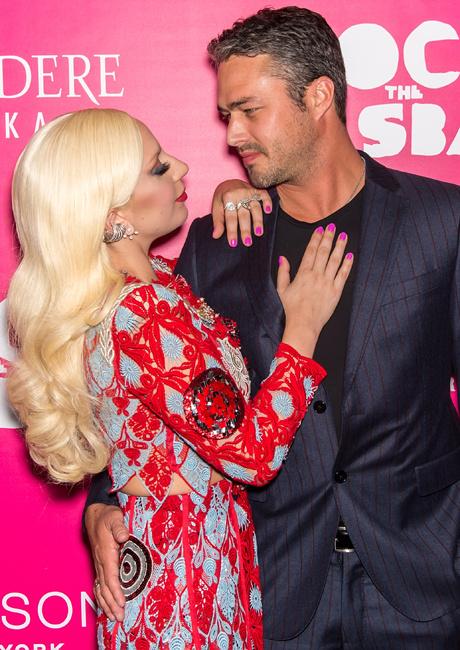 Леди Гага и Тейлор Кинни фото