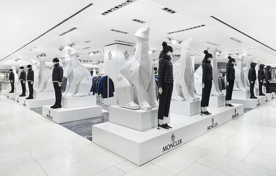 В ЦУМе открылся pop-up–магазин Moncler
