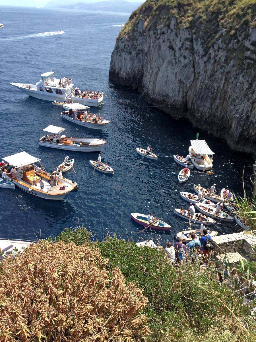 Знаменитый Голубой грот, расположенный по соседству с пляжным клубом Il Riccio